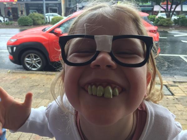 Ich glaube, wir sollten in der Schweiz mal zum Zahnarzt! ;o)